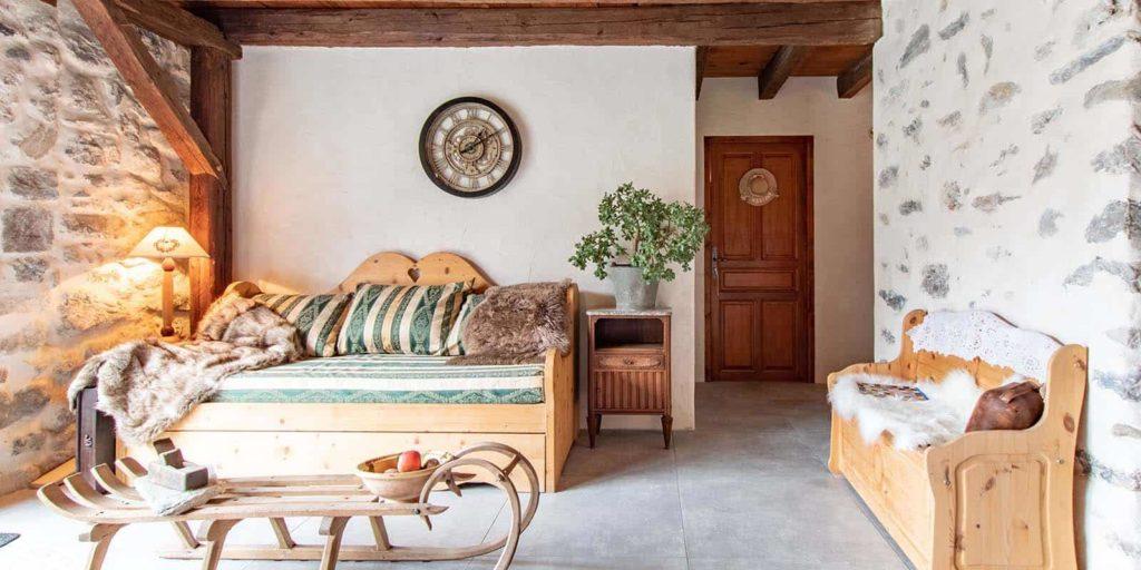 Le canapé de la pièce à vivre