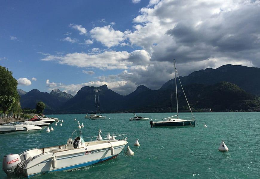 Les activités nautiques sont nombreuses sur le lac d'Annecy