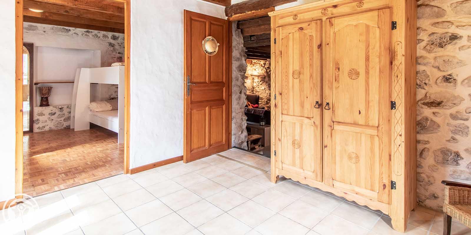 La grande armoire de la chambre Juliette