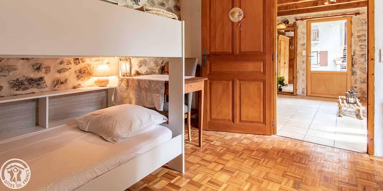 La chambre Pauline est composée de plusieurs lits superposés