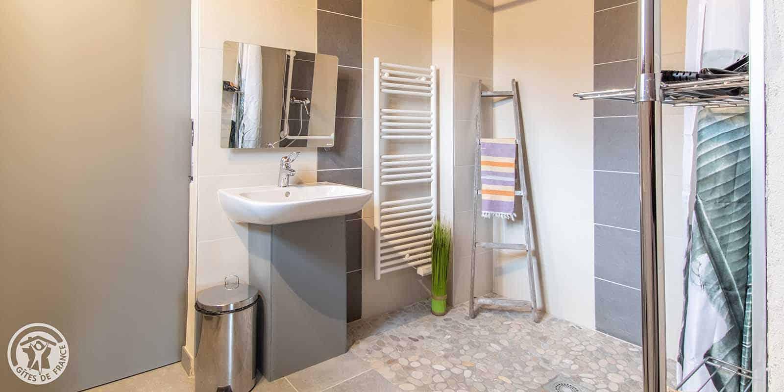 La salle de bain a été conçu pour être accessible par tous